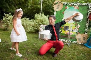 детский фокусник Михаил