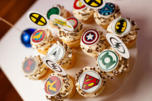 кап кейки супергерои