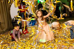 Бумажное шоу для детей желтое