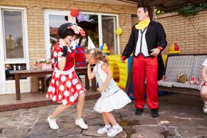 веселый детский праздник Микки Маус